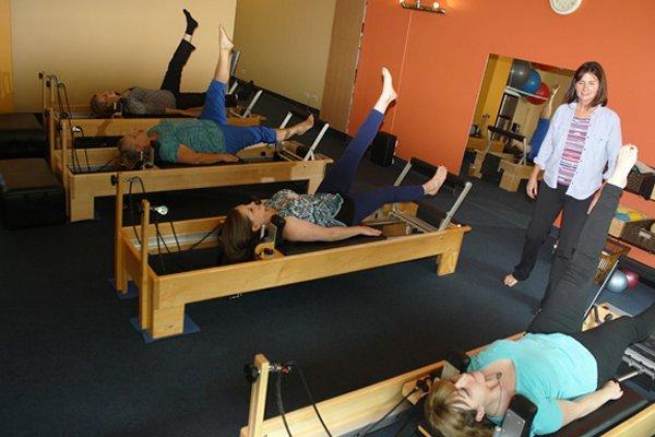 1-pilates_reformer_class_amy_wall