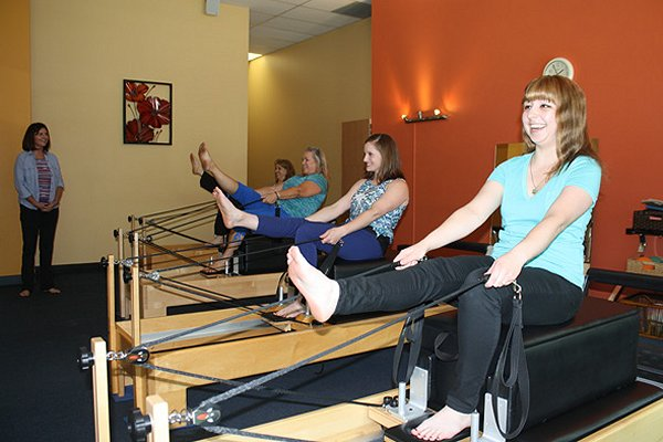 1_pilates_reformer_class_with_amy_walll
